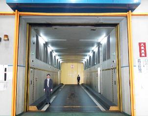大型エレベーター
