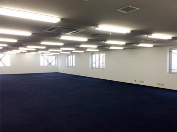 敷地内事務所は出演者やスタッフ等の控室として利用可能